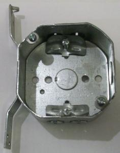 "4"" octagon x 1 1/2"" box, 6"" side nailer"